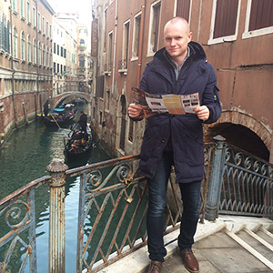 Lee Carlin - Intern London Director