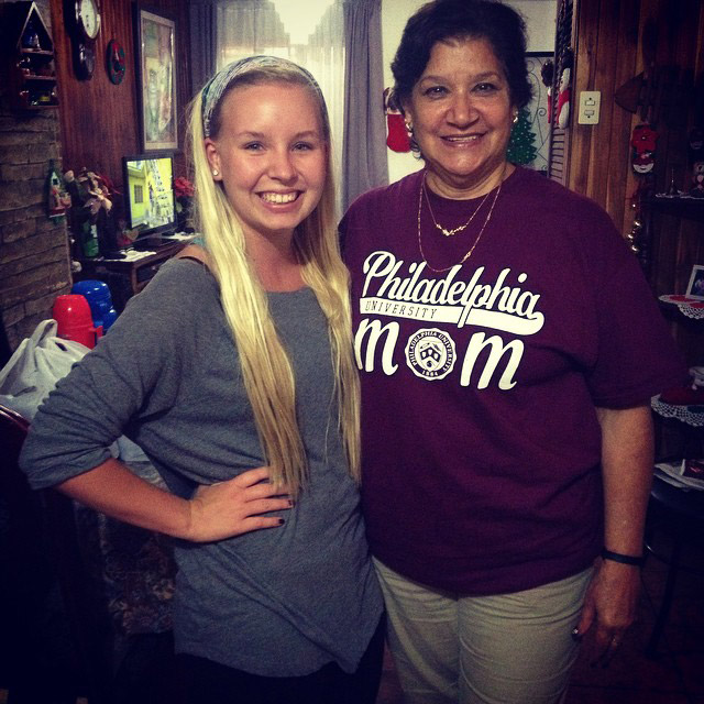 International student with host mother in Costa Rica