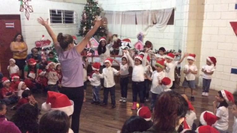 Children performing at Noche de Navidad in Costa Rica