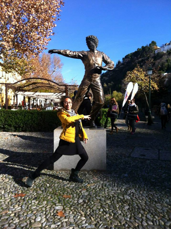 The statue of the famous flamenco dancer, Mario, in the Albaycin