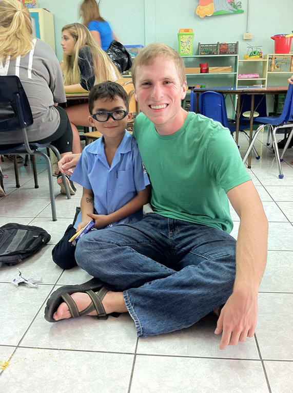 Volunteer English teacher in Costa Rica with local student