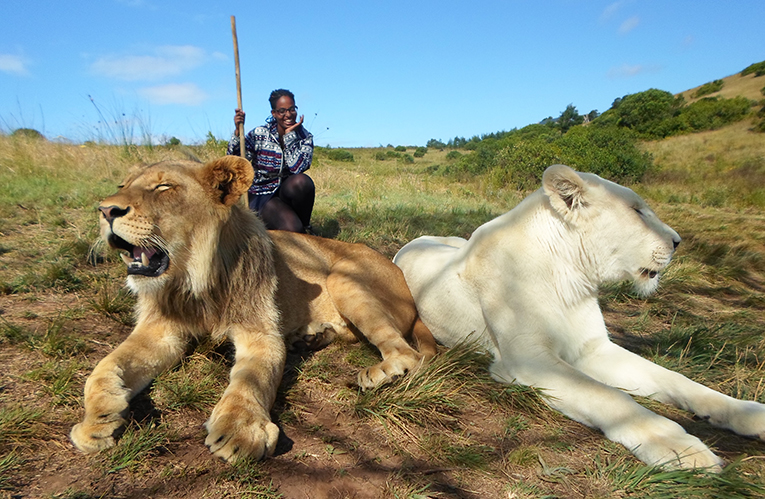 Volunteer in South Africa posing with lions