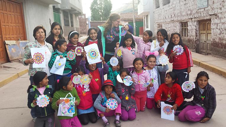 Volunteers at Corazon de Dahlia with local children in Peru