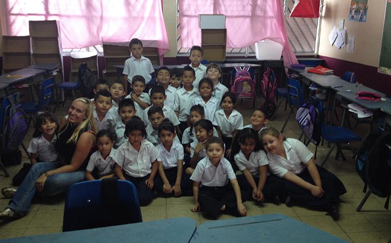 Volunteer teacher with students in Costa Rica