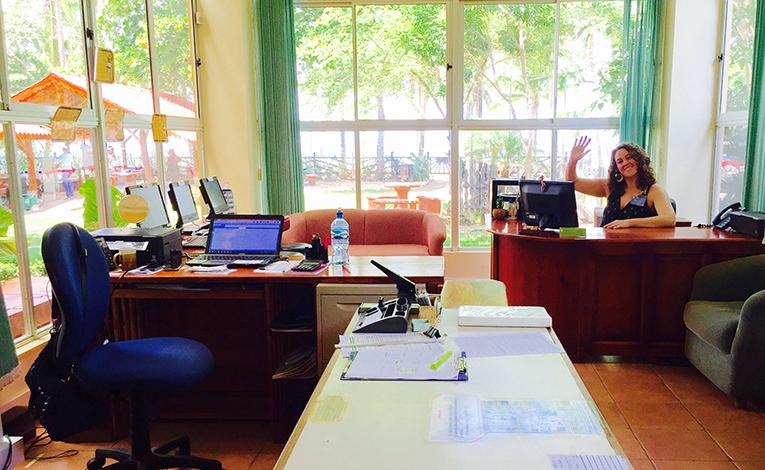 Lindsay Lavelle in the Intercultura Costa Rica office