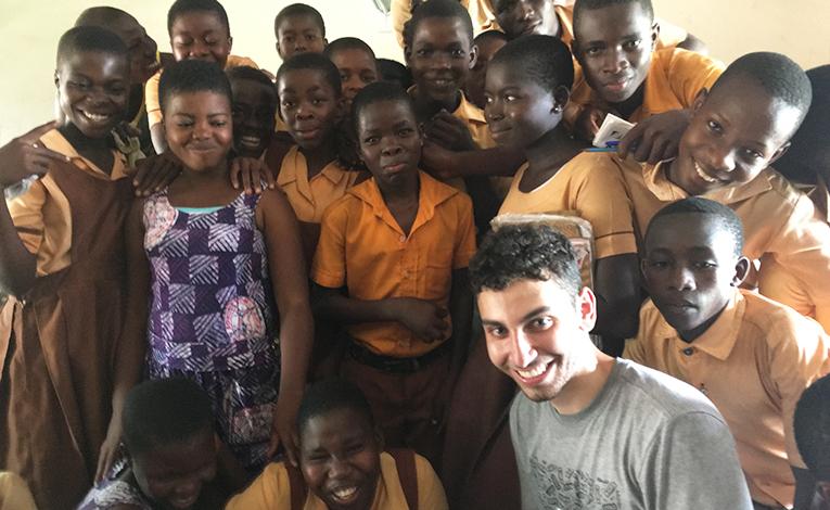 International volunteer teacher with Ghanaian students