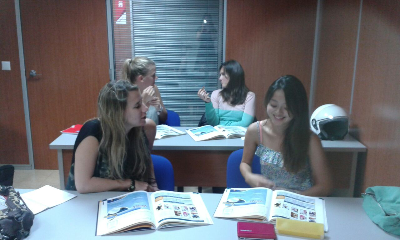 international students learning Spanish