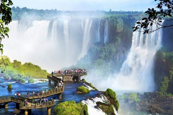 Explore Argentina and get paid for teaching English