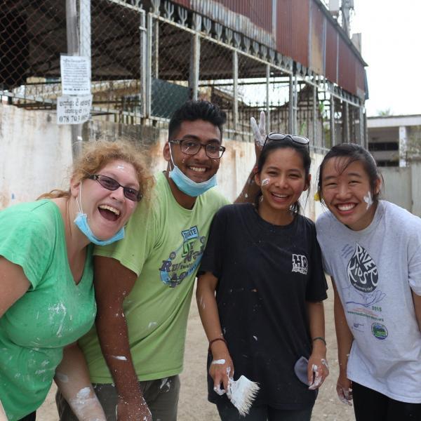 group-volunteering-cambodia