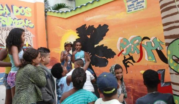 Creative Arts Program in Rio with Love Volunteers