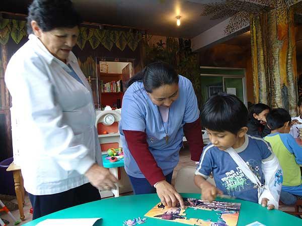 Care for hospitalized children in Ecuador   travellersworldwide.com