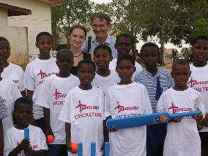 Coach Cricket to Children in Ghana | TravellersWorldwide.com