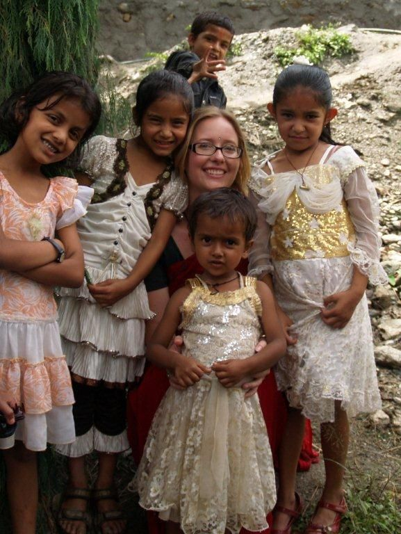 HELP volunteer with kids in West Bengal