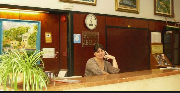 Receptionist in a hotel using the Spanish she