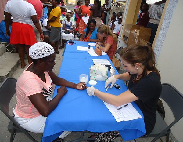 Volunteers doing Medicine & Healthcare Volunteering Abroad