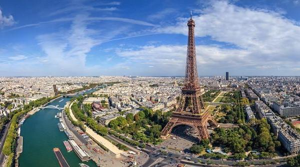 Immerse in the French culture with Language and Work Holiday in France
