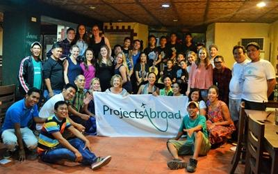 Projects Abroad staff and Volunteers at the P.E. project in the Philippines