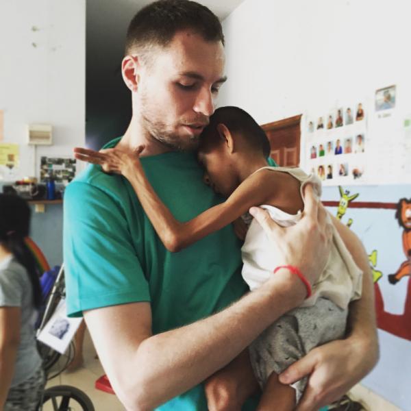 volunteer-disabled-cambodia