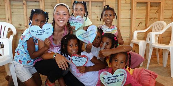 working-with-children-volunteer-abroad-in-santiago-dominican-republic