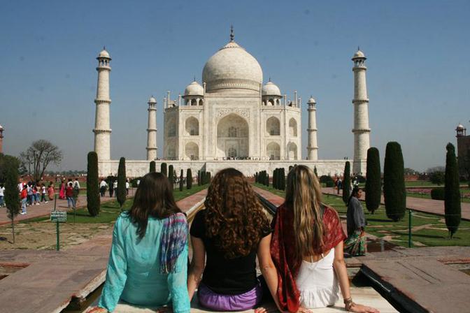 Girls in front of Taj Mahal