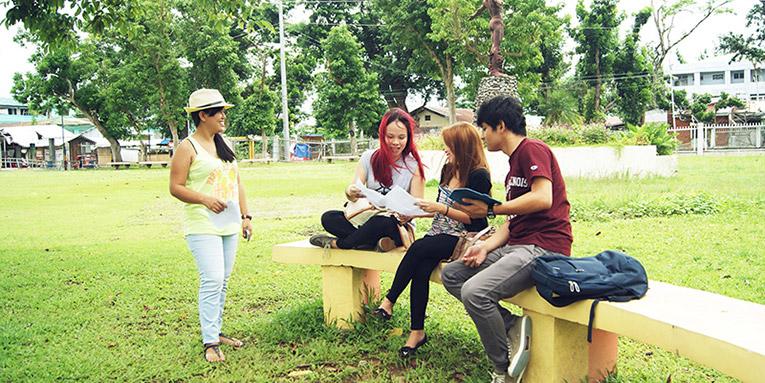 College students brainstorming