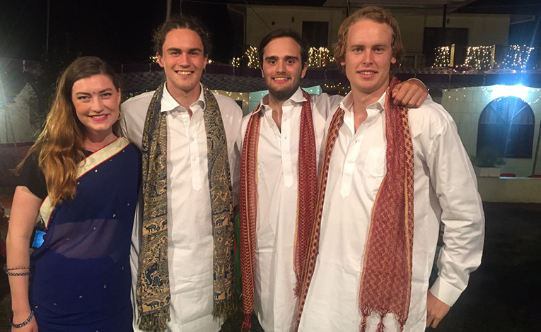 Foreigners dresses in traditional Indian clothes