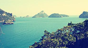 A scenic view of one of Thailand's beautiful beaches and islets.