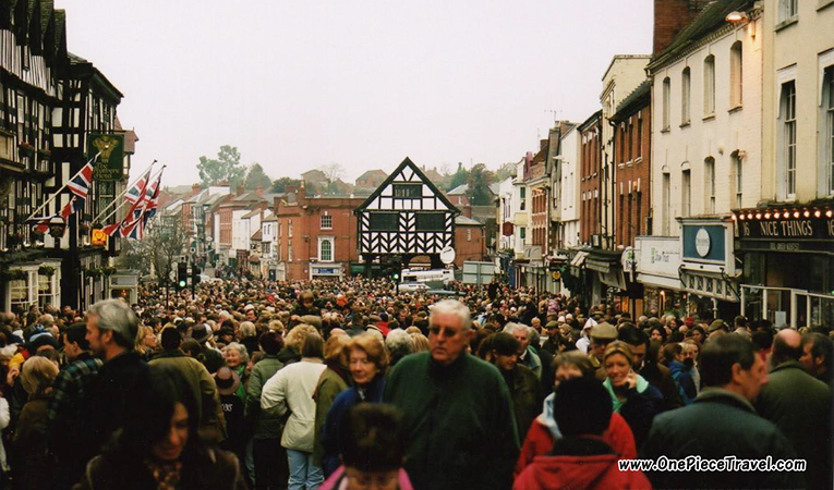 Large crowds outside shops on Boxing Day