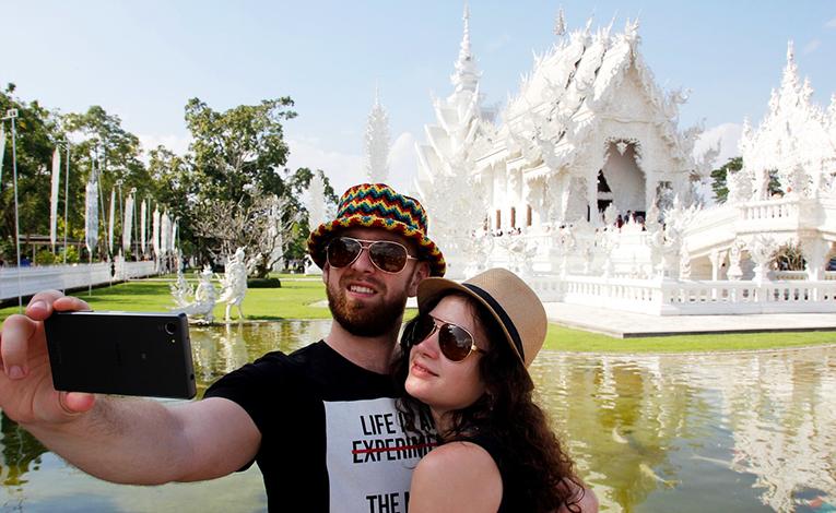 Couple visiting Wat Rong Khun