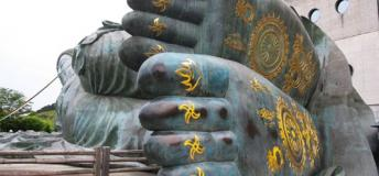 The Nanzoin Reclining Buddha's feet