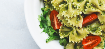 farfalle pasta with pesto and tomatoes