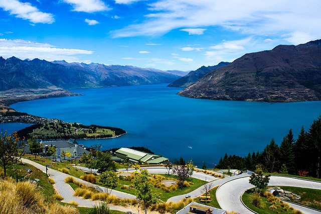 Lake Wakatipi in Queenstown, New Zealand