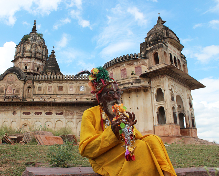 The colourful flautist in Orchha, Madhya Pradesh
